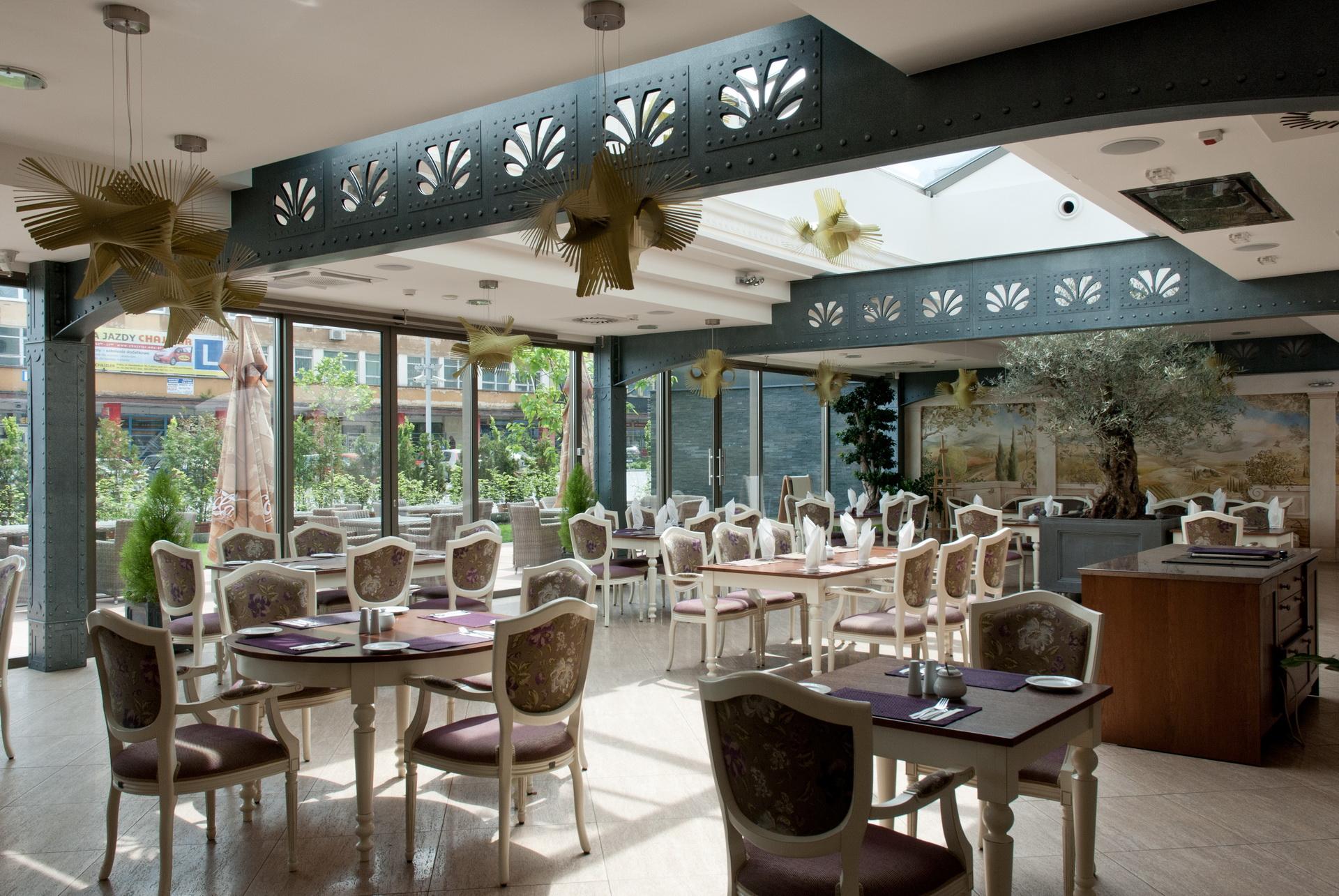 KAWIARNIA W ORANZERII BEST WESTER GRAND HOTELU w KIELCACH, realizacja 2013 r.